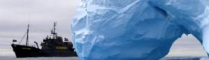 081228_Steve_Irwin_iceberg_arch_2